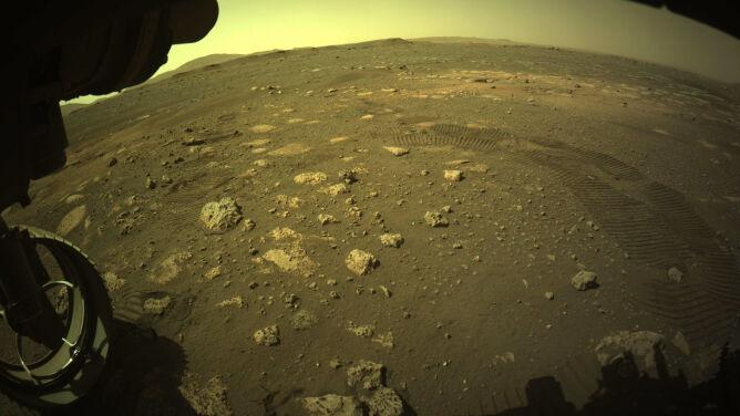 Ponad dwa tygodnie na Marsie. Zdjęcia z pierwszej przejażdżki Perseverance