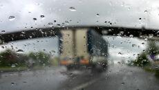 Lokalnie na drogi spadnie do 10 l/mkw. deszczu. Wszędzie może być jednak ślisko