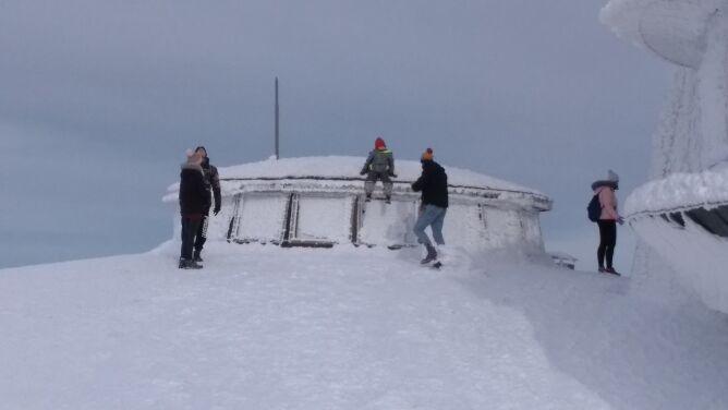 Szlaki wiodące na szczyt Śnieżki nadal zamknięte. Awaria ma zostać usunięta, kiedy pogoda pozwoli