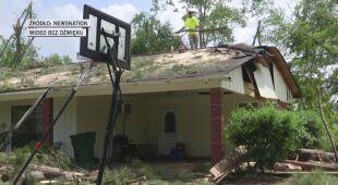 Zniszczone domy i połamane drzewa w Tupelo